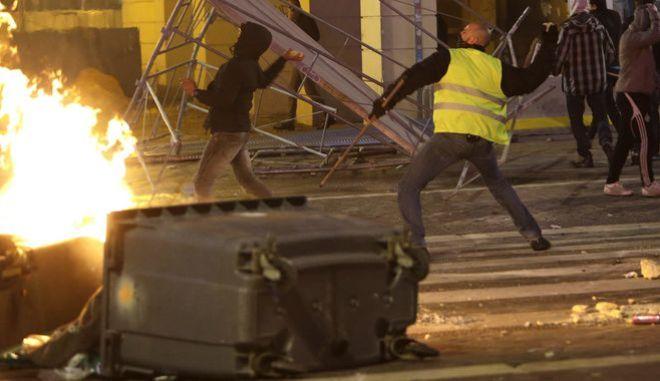 """Επεισόδια στη Γαλλία, μεταξύ """"κίτρινων γιλέκων"""" και αστυνομίας"""