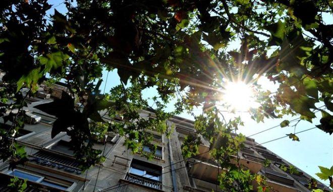 Αίθριος καιρός με υψηλές θερμοκρασίες αλλά και νεφώσεις