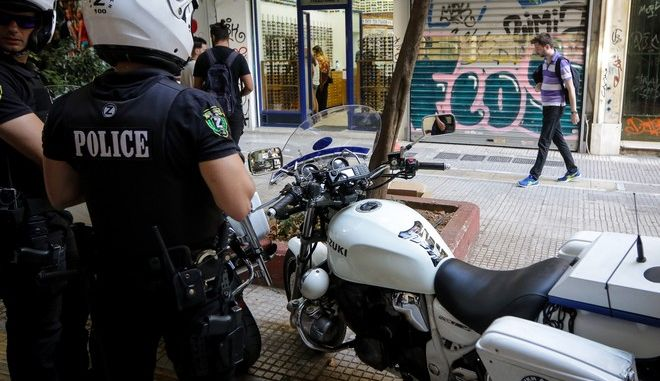 Αιματηρή απόπειρα ληστείας σε κοσμηματοπωλείο στην οδό Γλάδστωνος στην πλατεία Κάνιγγος