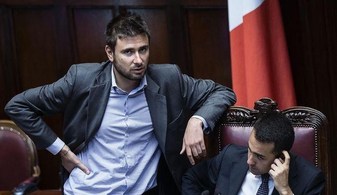 Ιταλία: Το κίνημα 'Πέντε Αστέρων' ζητά δημοψήφισμα για το ευρώ