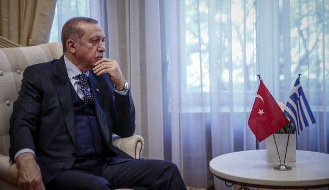 Ο Πρωθυπουργός, Αλέξης Τσίπρας(δεν διακρίνεται), συνομιλεί με τον Πρόεδρο της Δημοκρατίας της Τουρκίας Ρετζέπ Ταγίπ Ερντογάν(φωτό), κατα την συνάντηση τους στο Μέγαρο Μαξίμου, την Πέμπτη 7 Δεκεμβρίου 2017. (EUROKINISSI/ΣΤΕΛΙΟΣ ΜΙΣΙΝΑΣ)