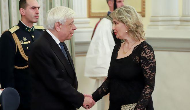 Ο Πρόεδρος της Δημοκρατίας και η Κατερίνα Παπακώστα σε συνάντησή τους στο Προεδρικό Μέγαρο.