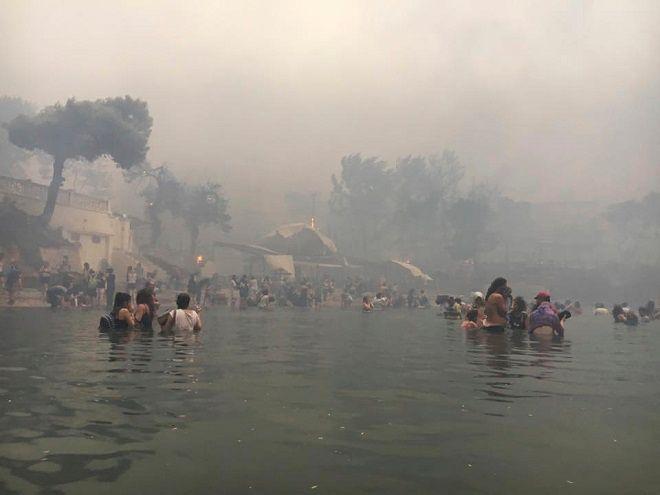 Στιγμιότυπο από τη φωτιά στο Μάτι