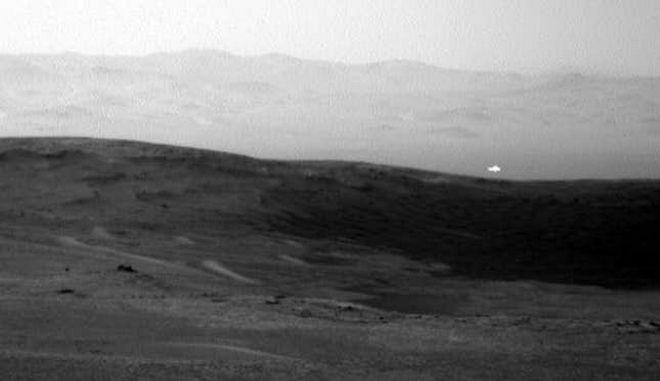 Μυστηριώδης λάμψη στον Άρη πυροδοτεί (ξανά) σενάρια περί εξωγήινων