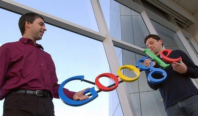 Αριστερά ο Λάρι Πέιτζ και δεξιά ο Σεργκέι Μπριν, στις 15/1 του 2004, στα γραφεία της Silicon Valley.