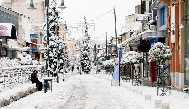 """Χιόνια στη Λάρισα από την κακοκαιρία """"Μήδεια"""""""