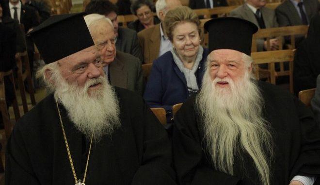 Ο Αρχιεπισκοπος Ιερωνυμος μαζι με τον Μητροπ. Καλαβρυτων Αμβροσιο και τον Δημαρχο Καλαβρυτων Γιωργο Λαζουρα παρευρεθηκαν σε εκδηλωση της Παγκαλαβρυτινης Ενωσης οπου παρουσιαστηκε το βιβλιο για την Μονη Αγιας Θεοδωρας