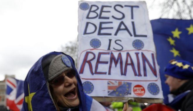 Συνεχίζεται το θρίλερ με το Brexit