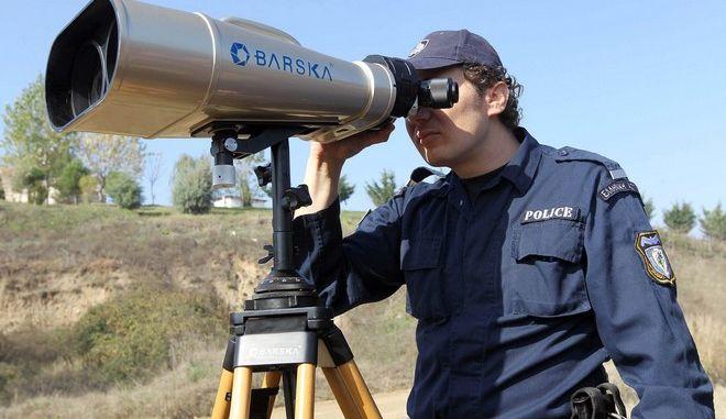 Αστυνομικός σε υπηρεσία φύλαξης των συνόρων στον Έβρο