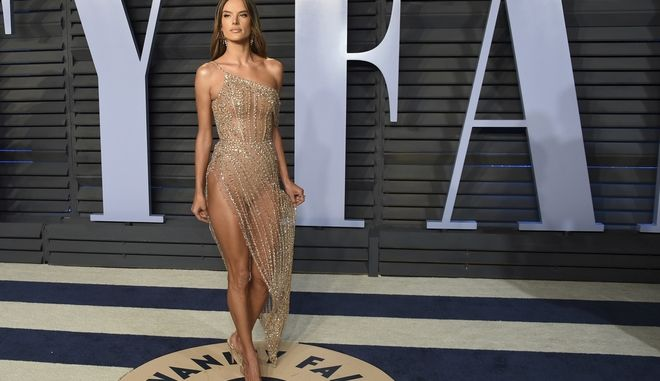 Alessandra Ambrosio arrives at the Vanity Fair Oscar Party on Sunday, March 4, 2018, in Beverly Hills, Calif. (Photo by Evan Agostini/Invision/AP)