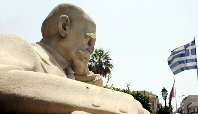 Το άγαλμα του Κωστή Παλαμά στο Πνευματικό κέντρο του Δήμου Αθηναίων