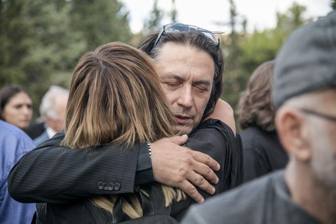 Γιάννης Κότσιρας στην κηδεία Λαυρέντη Μαχαιρίτσα