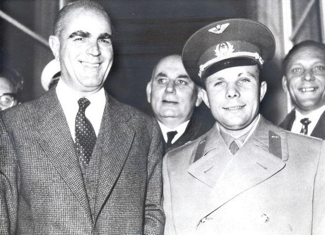 Ο Κωνσταντίνος Καραμανλής με το σοβιετικό κοσμοναύτη Γιούρι Γκαγκάριν το 1962