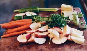 Κορονοϊός: Τι πρέπει να τρως για να μην παχύνεις όσο μένεις στο σπίτι
