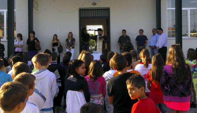 Αγιασμός την πρώτη ημέρα της νέας σχολικής χρονιάς σε Δημοτικό Σχολείο, Αρχείο