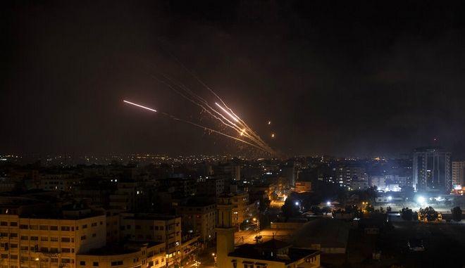 Ρουκέτες της Χαμάς προς το Ισραήλ.
