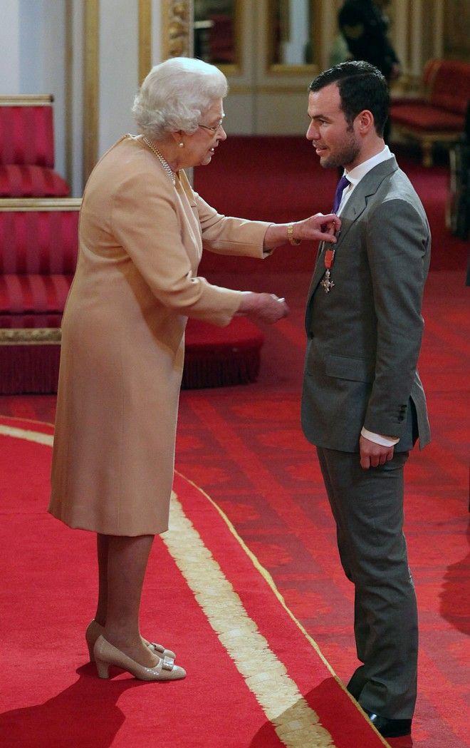 Η βασίλισσα Ελισάβετ σε τελετή απονομής 2019