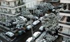 Στιγμιότυπο από τη χιονισμένη Αθήνα