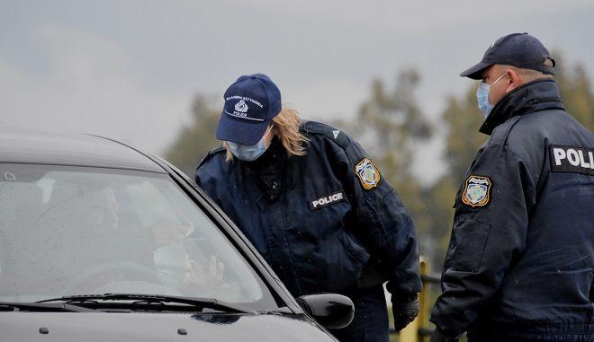 Έλεγχοι αστυνομίας για τήρηση μέτρων απαγόρευσης κυκλοφορίας (φωτογραφία αρχείου)