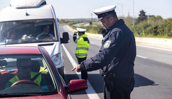 Απαγόρευση κυκλοφορίας: Μπλόκα παντού και αυστηρά μέτρα για τις μετακινήσεις