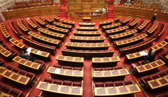 """Ο """"μυστικός"""" Κανονισμός και οι προσλήψεις της Βουλής"""