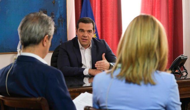 Στιγμιότυπο από τη συνέντευξη του Πρωθυπουργού, Αλέξη Τσίπρα, στην ΕΡΤ3