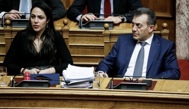 Γιάννης Βρούτσης και Δόμνα Μιχαηλίδου στη Βουλή