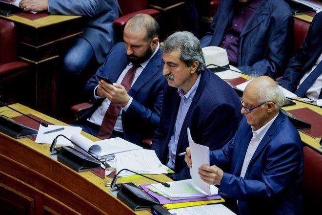 Στα έδρανα του ΣΥΡΙΖΑ οι βουλευτές Τζανακόπουλος, Πολάκης και Λάππας