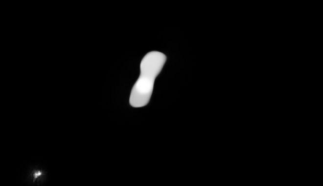 Ο αστεροειδής 'Κλεοπάτρα' που βρίσκεται σε απόσταση περίπου 200 εκατομμυρίων χιλιομέτρων από τη Γη.
