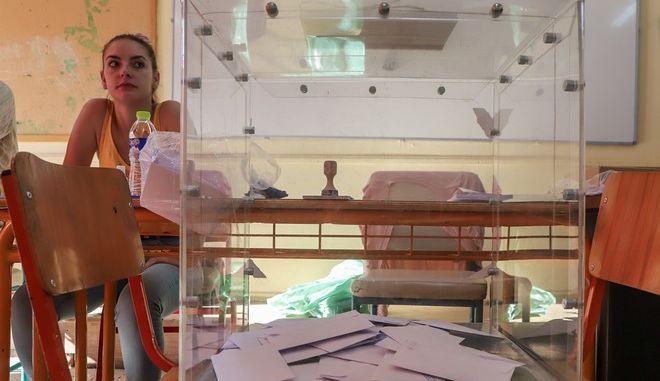 Στιγμιότυπο από την εκλογική διακδικασία σε εκλογικό τμήμα της Αθήνας την Κυριακή 7 Ιουλίου 2019. (EUROKINISSI/ΣΩΤΗΡΗΣ ΔΗΜΗΤΡΟΠΟΥΛΟΣ)
