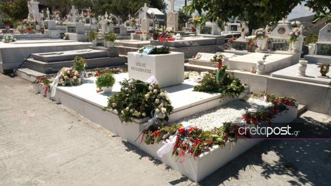 Ο τάφος του Μίκη Θεοδωράκη