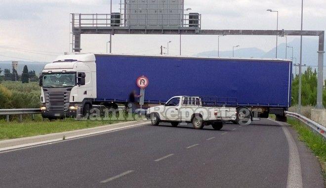 Λαμία: Οδηγός νταλίκας επιχείρησε χολιγουντιανή αναστροφή, αλλά απέτυχε
