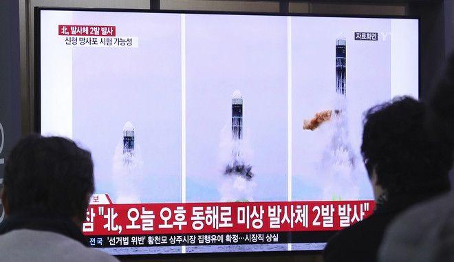 """Η Βόρεια Κορέα πραγματοποίησε νέα """"επιτυχή"""" δοκιμή εκτοξευτήρα πολλαπλών πυραύλων"""