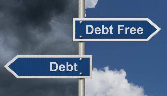 Στα 215 τρισ. δολ. το παγκόσμιο χρέος το 2016