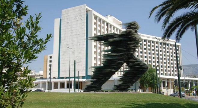 Ποιος είναι ο Τούρκος που θέλει να αγοράσει το Hilton στην Αθήνα