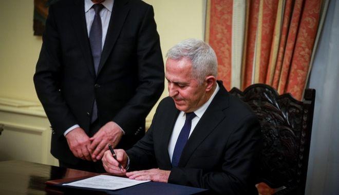 Ορκομωσία του νέου υπουργού Άμυνας Ευάγγελου Αποστολάκη ενώπιον του Προέδρου της Δημοκρατίας Προκόπη Παυλόπουλου