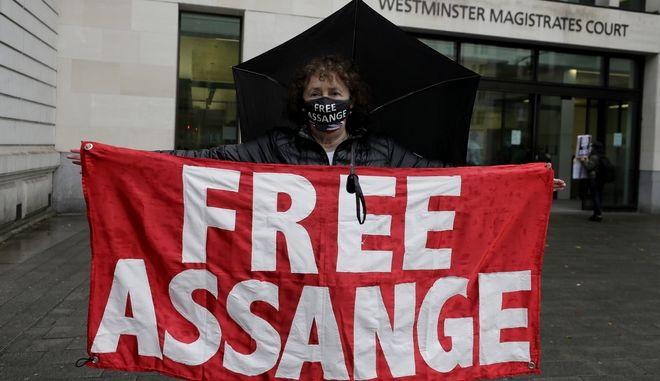 Απο διαμαρτυρία για την κράτηση του Τζούλιαν Ασάνζ.