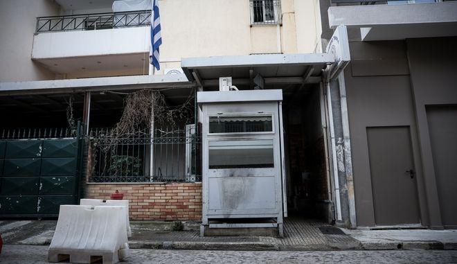 Η είσοδος του αστυνομικού τμήματος Καισαριανής το οποίο έγινε στόχος επίθεσης