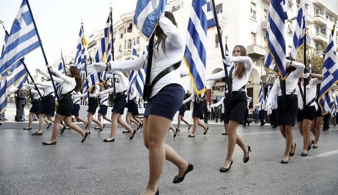 Student parade commemorating Greece's entry in World War II in 1940 under stringent security measures, in northern Greek city of Thessaloniki on October 27, 2013. The parade was held under tight security measures for fear of citizens demonstrating against the country's state and the pressuring austerity measures. /       28  1940                    . ,   27  2013.