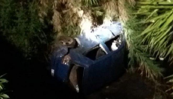 Αγρίνιο: Πτώση αυτοκινήτου σε ρέμα - Απεγκλωβίστηκαν δύο άτομα