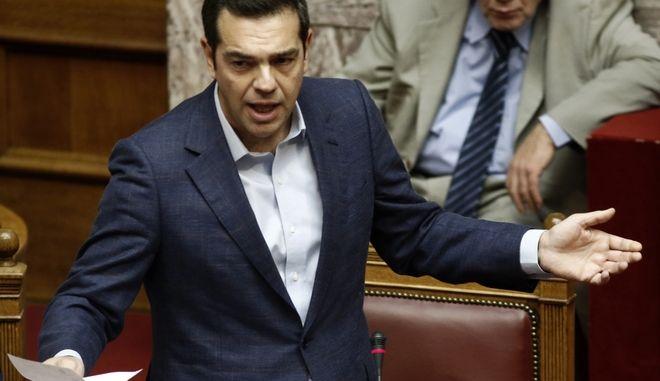Στιγμιότυπο από την σημερινή συνεδρίαση στην βουλή στην ώρα του πρωθυπουτργού,όπου ο πρωθυπουργός Αλέξης Τσίπρας θα απαντά σε ερώτηση του επικεφαλής του Ποταμιού Σταύρου Θεοδωράκη για το ταξίδι του πρωθυπουργού στην Αμερική και την αναβάθμιση των F-16,Παρασκευή 27 Οκτωβρίου 2017 (EUROKINISSI/Γιώργος Κονταρίνης)