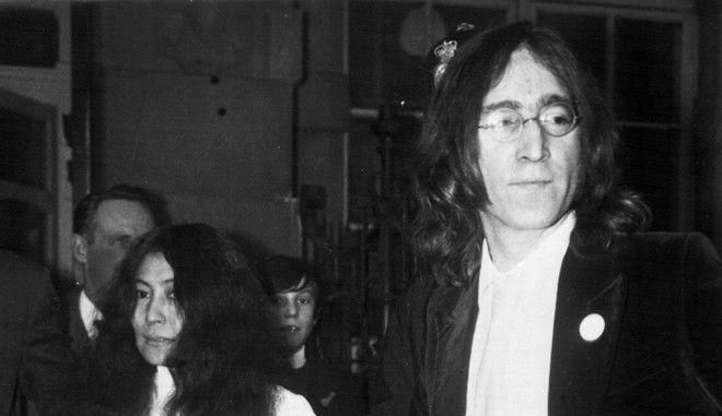 Ο Τζον Λένον και η Γιόκο Όνο στο Λονδίνο τον Νοέμβριο του 1968
