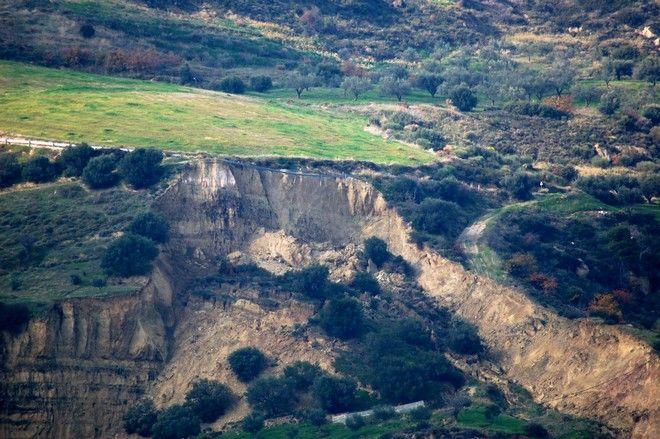 Αχαΐα: Κάτοικοι εμποδίζουν τη διέλευση των απορριμματοφόρων στον ΧΥΤΑ Αιγείρας
