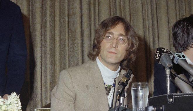 """Σαν σήμερα, το 1971, ένα χρόνο μετά τη διάλυση των Beatles, ο Τζον Λένον ηχογραφεί το """"Imagine""""."""