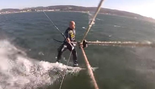 Βίντεο: Όταν kite surfer συγκρούεται με φάλαινα