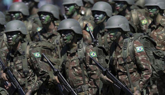 Ο στρατός κυρίαρχη δύναμη στη Βραζιλία