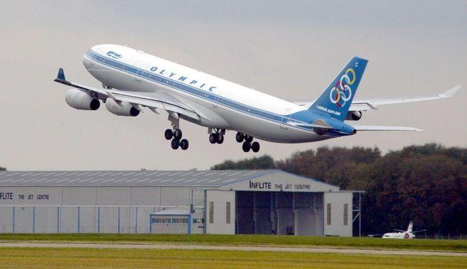 Αεροσκάφος της Ολυμπιακής τον Σεπτέμβριο του 2004 στο αεροδρόμιο Στάνστεντ της Βρετανίας
