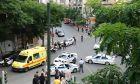 ΑΠΟΚΛΕΙΣΤΙΚΟ: Η στιγμή της μεταφοράς των τραυματιών με ασθενοφόρο από το σημείο της έκρηξης του αυτοκινήτου του πρώην Πρωθυπουργού Λουκά Παπαδήμου, στην συμβολή των οδών Γ΄Σεπτεμβρίου και Μάρνης.