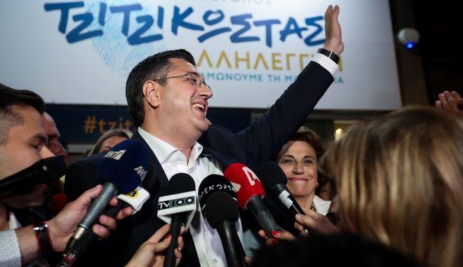 Ο Απόστολος Τζιτζικώστας στο εκλογικό του κέντρο στη Θεσσαλονίκη