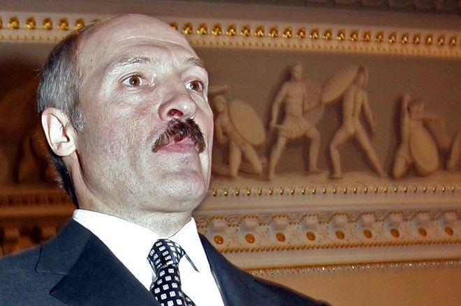 O Λουκασένκο, το Γενάρη του 2004 πριν τη συνάντηση του με τον Πούτιν, στην Αγία Πετρούπολη